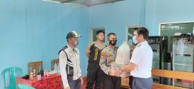 Kadishub memberikan bingkisan Bapak Walikota Palangka Raya kepada Petugas Posko